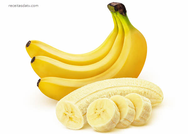 Bolinho de banana da terra com carne seca