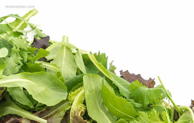 Salada verde ao molho de manga